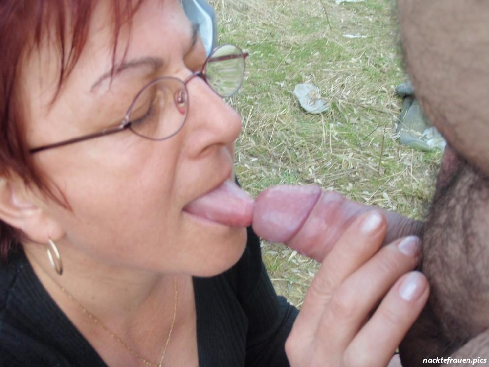 Outdoor oma nackt Granny