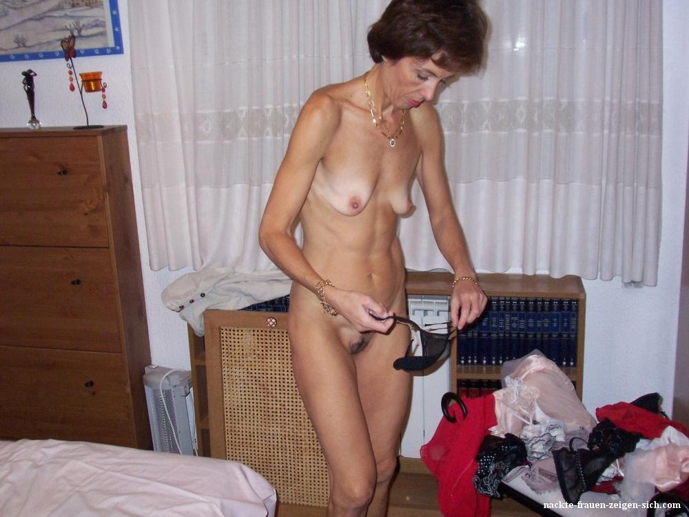 Titten frauen nackt kleine Kleine titten