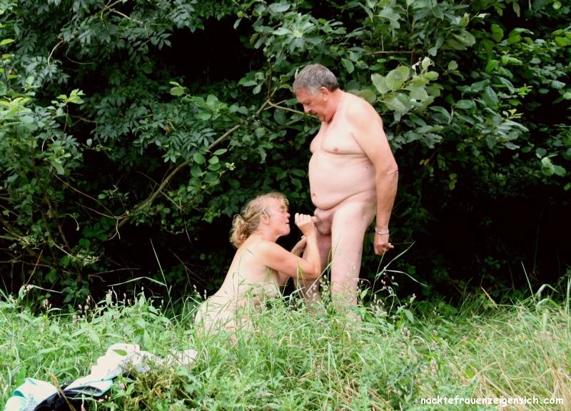 Nackte Frauen Im Wald