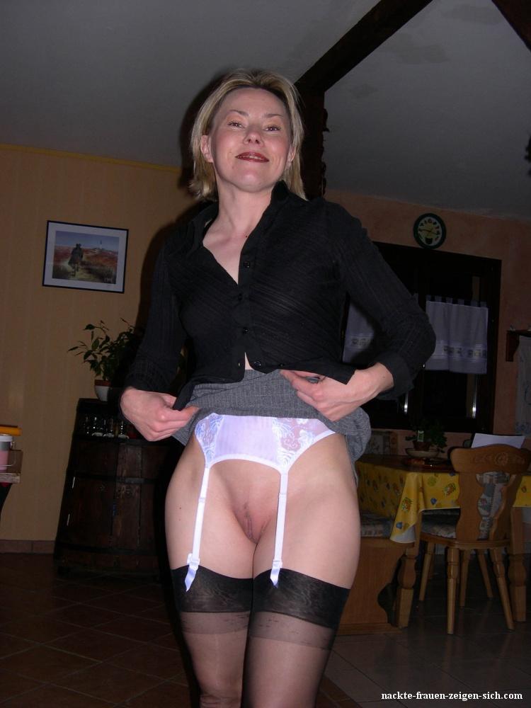 Ehefrau In Strapsen