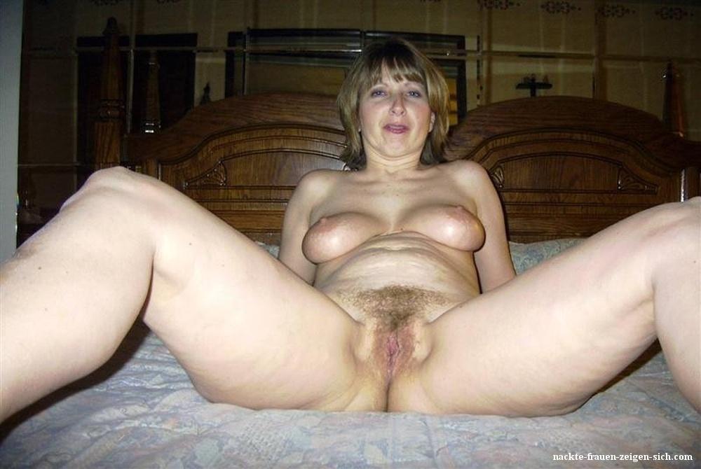 Fotos frauenmuschi Nackte Frauen