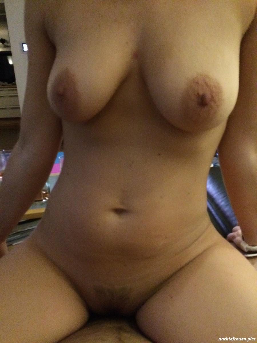 Reiten frauen nackt Frauen Fickt
