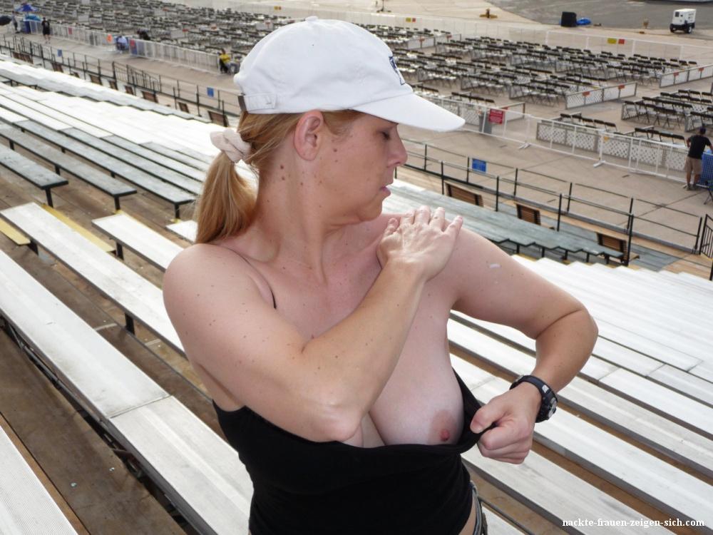 In der öffentlichkeit nackte Nackt in