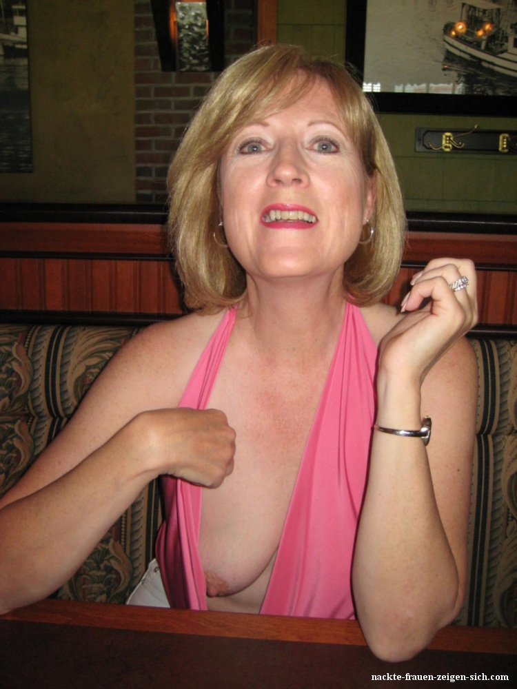 Geschaut bluse nackt die in Unter Die