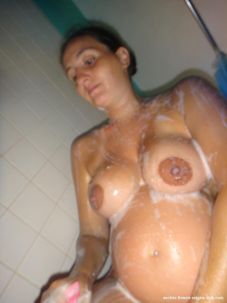 Frau nackt 19
