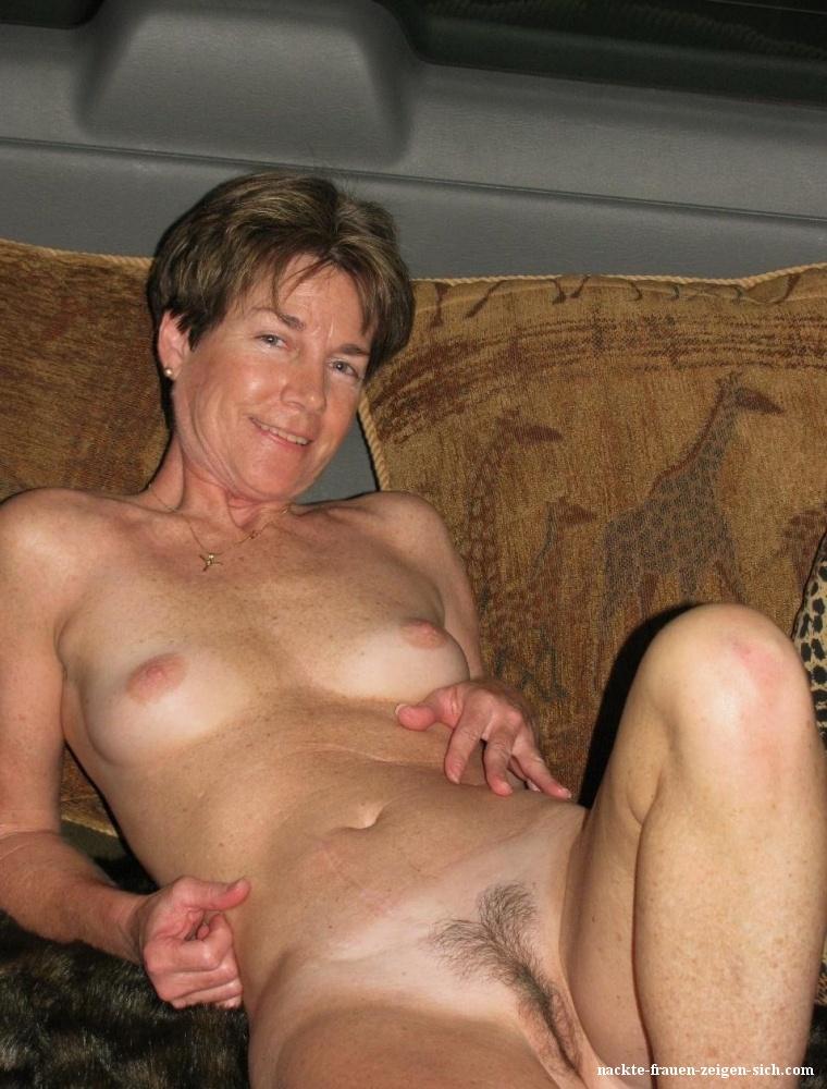 Frauenbrüste nackte Nackte Frauenbrüste